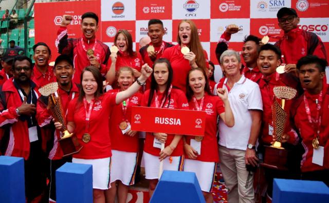 Российские футболистки с заслуженными наградами