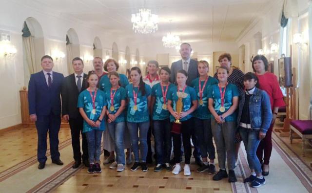 Свердловские спортсмены с руководителями региона